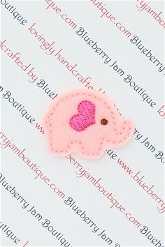 a felt elephant Baby Crafts, Felt Crafts, Crafts For Kids, Homemade Gifts, Diy Gifts, Fuzzy Felt, Crochet Cross, Felt Brooch, Felt Animals