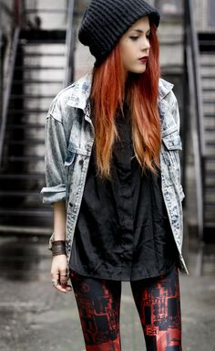 oversized denim jacket <3 and leggings are a festival must have in Ireland!