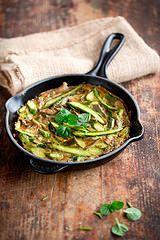 Omelette con asparagi, carciofi e menta