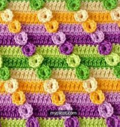 This crochet textured diagonal stitch uses simple crochet techniques to create a textured fabric with an amazing visual effect. Double Crochet, Easy Crochet, Single Crochet, Free Crochet, Knit Crochet, Diy Sewing Projects, Knitting Projects, Crochet Projects, Knitting Patterns
