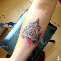 Las reliquias de la muerte / The Deathly Hallows. Diseño hecho en base a referencia de cliente :) cotizaciones al +56982124735 #instachile #watercolor #watercolortattoo #aquarelle #harrypotter #акварель #color #tattoo #tatuaje #harrypottertattoo #tatouage #tat #tattooideas #ink #inked #body #bodyart #art #photooftheday #picoftheday #tattooartist #hogwartstattoo #tattooersubmission #tattooer #southeasttattoosupplies