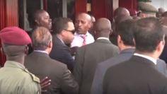 """بالفيديو علقة ساخنة لحرس """"السيسي"""" ومرافقيه من قوات الكوماندوز بأوغندا"""