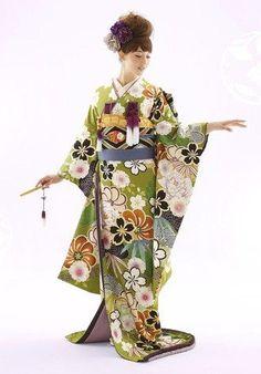 Hiki-hulisode: Japanese wedding kimono - love the green ground! Traditioneller Kimono, Furisode Kimono, Kimono Japan, Japanese Wedding Kimono, Japanese Kimono, Traditional Kimono, Traditional Dresses, Traditional Japanese, Japanese Outfits