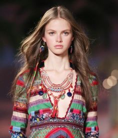Tommy Hilfiger brings the hair wrap back