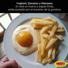Eggs and French fries? Yogurt, a canned peach, and apple slices. Awesome And Easy Pranks To Get You Ready For April Fools' Day pics) Huevos Fritos, Gula, Apple Slices, Food Humor, The Fool, Chefs, Kids Meals, Good Food, Food And Drink