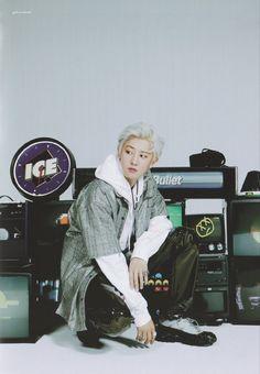 Park Chanyeol Exo, Baekhyun, Xiu Min, Exo Members, Chanbaek, Kpop Groups, Beautiful Boys, Paper Walls, 80s Style