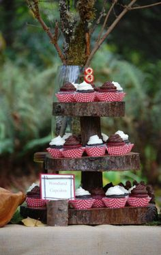 Cupcake stand made from thin tree trunks!!!!! And the little place card ! I'll take that too.