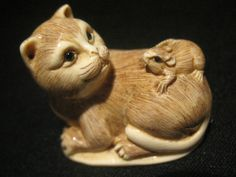 Cat and Mouse. Japanese Netsuke (ox bone, enamel eyes)