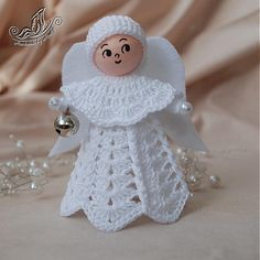 Anjelik s filcovými krídlami / MoniG - SAShE. Crochet Christmas Ornaments, Handmade Christmas Decorations, Christmas Angels, Christmas Crafts, Crochet Amigurumi, Crochet Dolls, Crochet Angels, Angel Crafts, Crochet Bookmarks