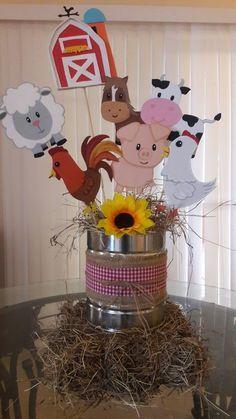 Centro de mesa granja en fomi Party Animals, Farm Animal Party, Barnyard Party, Farm Party, Cow Birthday, Farm Animal Birthday, Cowgirl Birthday, 2nd Birthday Parties, Birthday Party Decorations