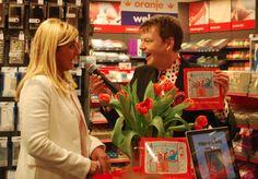 """Boekpresentatie """"Willem wordt Koning!"""" Het eerste exemplaar is voor """"Maxima"""""""