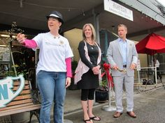Left to right: Audrey Slade, YIP chair; Patty Green, owner of Sisters Antiques; and Nate Perea, director of membership for the Issaquah Chamber. Credit Jeanne Gustafson