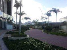 Entrada reservada aos visitantes ou parceiros  e incluso serviços de manobrista aos automóveis. - CEO ( Corporate Executive Offices ), próximo ao Condomínio Península - Barra da Tijuca / RJ