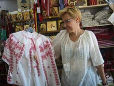 Modele ii traditionale romanesti de vanzare Sari, Fashion, Saree, Moda, La Mode, Fasion, Fashion Models, Saris, Trendy Fashion