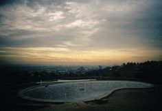 Beautiful Pictures of Skateboarders in Empty Swimming Pools in California – Fubiz Media