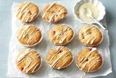 Punaherukkamuffinit ✦ Herkuttele näillä kirpakoilla muffineilla vaikka iltapäiväteen kera. http://www.valio.fi/reseptit/punaherukkamuffinit/ #resepti #ruoka