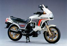A Brief History of the Honda CX Series Honda Cx500, Honda S, Honda Motorcycles, Yamaha, Cx 500, Moto Guzzi, Fuel Injection, Sport Bikes, Cool Bikes