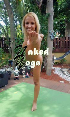 Thursday yoga relax #smile :) #happythursday #nakedyoga #jennyscordamaglia #ILoveYouMyBeautifalMom