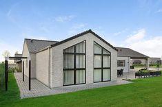 Familyhus - FBA Huse - funktionelle løsninger til hele familien. Shed, Outdoor Structures, Trendy Tree, House Design, Backyard Sheds, Coops, Barn, Sheds, Tool Storage