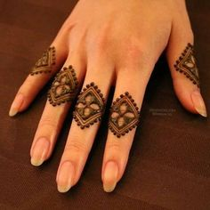 Mehndi design makes hand beautiful and fabulous. Here, you will see awesome and Simple Mehndi Designs For Hands. Latest Finger Mehndi Designs, Henna Art Designs, Mehndi Designs For Girls, Mehndi Designs For Beginners, Stylish Mehndi Designs, Mehndi Design Pictures, Mehndi Designs For Fingers, Beautiful Mehndi Design, Easy Simple Mehndi Designs
