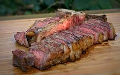 Core temperature for meat and steaks: your cheat sheet for the grill - T-bone steak medium - Seared Salmon Recipes, Grilled Steak Recipes, Pan Seared Salmon, Pork Chop Recipes, Grilled Meat, Grilling Recipes, Meat Recipes, Grilling Ideas, Rabbit Recipes