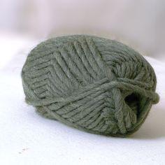 Strickwolle zum Filzen, auch Strickfilzwolle genannt aus 100% Schafschurwolle, für Nadelstärke 8-9, Lauflänge ca. 50 m, 50 g   Das fertige Strickstück geht beim Filzvorgang etwa 30% ein.   Beim Filzvorgang in der Waschmaschine keine...