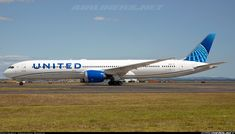 United's newest delivered 30 Dec Seen here taxing for departure as to SFO and looking great in the new United livery. - Photo taken at Auckland - International (AKL / NZAA) in New Zealand on January Domestic Airlines, Boeing Aircraft, Commercial Aircraft, United Airlines, First Love, Pilot, The Unit, Airplanes, Vehicles
