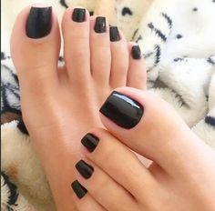 "yonibonbon: ""(must love feet) 💅 must love BLACK nail polish 🖤 "" Black Toe Nails, Pretty Toe Nails, Cute Toe Nails, Sexy Nails, Classy Nails, Pretty Toes, Sexy Toes, Toe Polish, Black Nail Polish"