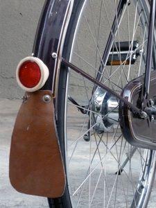 Velo Retro, Retro Bike, Vintage Bicycles, Cycling Bikes, Wells, City, Crafts, Antiquities, Sport