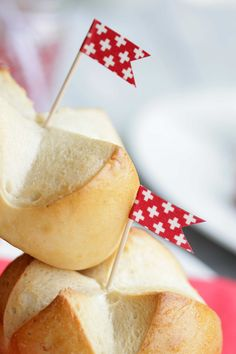 Juli 2013 - Lianas Welt verrät dir tolle kreative Ideen für deinen Alltag! Swiss National Day, Cornbread, Camembert Cheese, Ethnic Recipes, Food, Creative Ideas, Amazing, World, Millet Bread