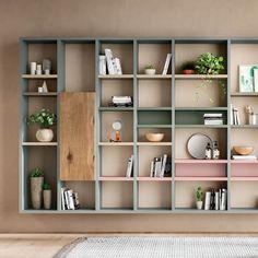 Libreria una libreria che ottimizza lo spazio al cm Living Room Bookcase, Bookcase Wall, Bookshelf Design, Workspace Design, Home Living Room, Bookshelves, Wall Shelves, Floating Shelves Bathroom, Bathroom Storage