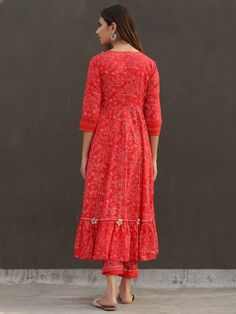 Casual College Outfits, Anarkali Suits, Cotton Pants, Western Outfits, Printed Cotton, Off White, Floral Prints, Shirt Dress, Loom