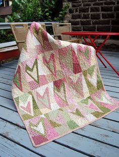 This reminds me of a Valentine's Day Quilt ...Buggy Barn Heart Crazies