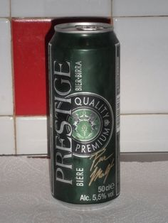 Cerveja Prestige Quality Premium, estilo Premium American Lager, produzida por Karlsberg Brauerei, Alemanha. 5.5% ABV de álcool.