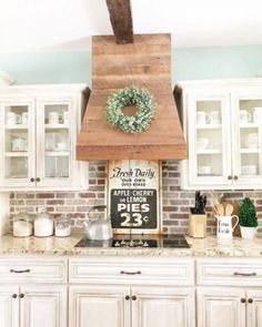Kitchen Remodeling Ideas Perfect Farmhouse Kitchen Decorating Ideas For 2018 20 - Farmhouse kitchen style will be perfect idea if you want to have family gathering in your kitchen during meal time. Cottage Shabby Chic, Cocina Shabby Chic, Shabby Chic Kitchen, Home Decor Kitchen, New Kitchen, Kitchen Interior, Decorating Kitchen, Apartment Kitchen, Cottage Style