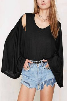 Look this blouse we prepared for you. It is adorned with crew neck, bat sleeves, cold shoulder and high low hem for details. Pair it with your shorts and ankle boots.