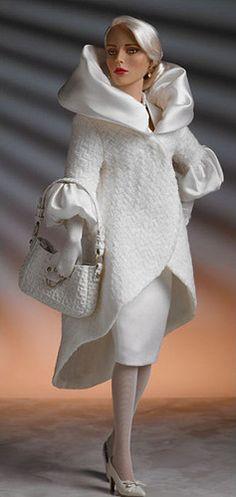 "Robert Tonner Dolls Regina Returns 16"" Fast Shipping"