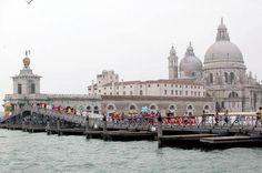 Marathon de Venice!!! Un pont est installé pour une journée, 14 ponts dans le dernier 5km seulement. Des cappucinos au départ ;)...sérieusement!