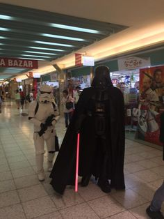 Star Wars in the Shopping Mall!