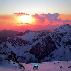 Aconcágua já pensou em estar realizar este sonho?  Expedição ao Aconcágua. A montanha mais alta fora da Ásia com 6.962 metros de altura e por extensão o ponto mais alto tanto no Hemisfério Ocidental quanto no Hemisfério Sul. Localizado na Cordilheira dos Andes na província de Mendoza Argentina e está situado 112 quilômetros a noroeste de sua capital a cidade de Mendoza.  Aconcágua 2017 com @MaximoKausch  Rota Normal  Data 1  13/01/2017 a 29/01/2017 Data 2  03/02/2017 a 19/02/2017…