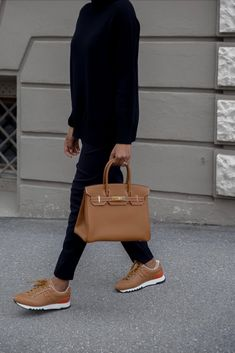 Hermes Trail sneakers and Birkin 30 Gold on Gold. Hermes Birkin, Casual Outfits, Fashion Outfits, Weekend Style, Michael Kors Hamilton, Sweater Weather, Joggers, Trousers, Elegant