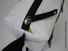 Les couturières s'équipent - KanKatKou Sewing Accessories, Courses, Belt, Simple, Diy, Scrappy Quilts, Raincoat, Toiletry Bag, Bag Patterns