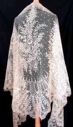 Maria Niforos - Fine Antique Lace, Linens & Textiles : Antique Lace # LA-177 Superb 19th C. Brussels Lace Triangular Shawl