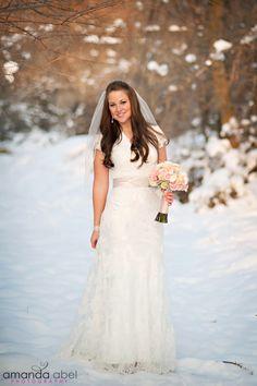 Winter Bridals | Bride | Utah Wedding Photographer | Amanda Abel Photography | www.amandaabelphoto.com #bridalphotography