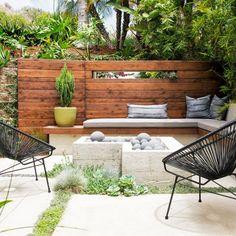Small Garden Wall Ideas, Backyard Ideas For Small Yards, Patio Ideas, Garden Ideas, Wood Retaining Wall, Backyard Retaining Walls, Rose Garden Design, Small Garden Design, Yard Design