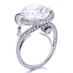 Anna Hu Orpheus ring in white gold, set with a 5.07ct F/VS1 diamond, a pear-shaped diamond, baguette-cut diamonds and round diamonds.
