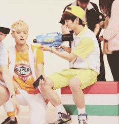 """EXO LUHAN """"*pew pew*"""" TAO's reaction tho """"aaaargh.. *slowly falling to Luhan* :')"""