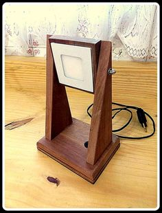 Ceiling Light Design, Ceiling Lights, Lampada Edison, Idee Diy, Wooden Lamp, Light Project, Wooden Crafts, Unique Furniture, Lamp Design