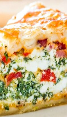 This Spinach Ricotta Brunch Bake recipe is the perfect casserole to make for your weekend brunch. This is a dish that can be made ahead. What's For Breakfast, Breakfast Dishes, Breakfast Recipes, Italian Breakfast, Breakfast Casserole, Quiche Recipes, Brunch Recipes, Brunch Ideas, Luncheon Recipes