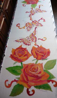 Вот и наступил 2013 год, за окном лёгкий морозец , хорошее настроение!Можно вспомнить о теплом лете!Приветствую гостей ярмарки и постоянных участников!Расскажу я вам сегодня как можно создать эксклюзивную вещь из куска ткани с использованием шаблона взятого из интернета .Цветы и бабочки могут быть какими угодно, не обязательно розами. ДЛЯ РАБОТЫ НАМ ПОНАДОБИТСЯ: АТЛАС (натуральный шёлк).